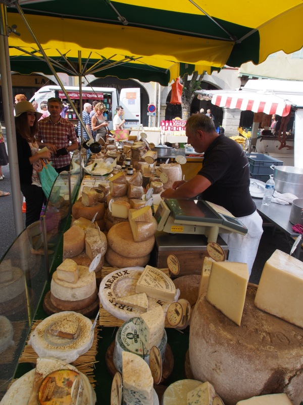 Fromage - goat's cheese, regular cheese, everything cheese - Wow the cholestrol is increasing and the weight is out of control