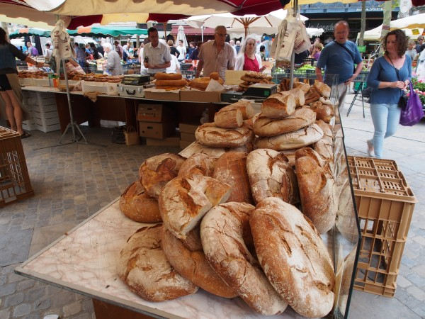 Bread sold by the pound. All kinds and without doubt great.
