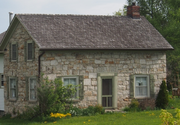 We love the old stone houses of eastern Ontario